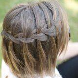 Плетение волос косой. Заплести косу. Коса водопад.